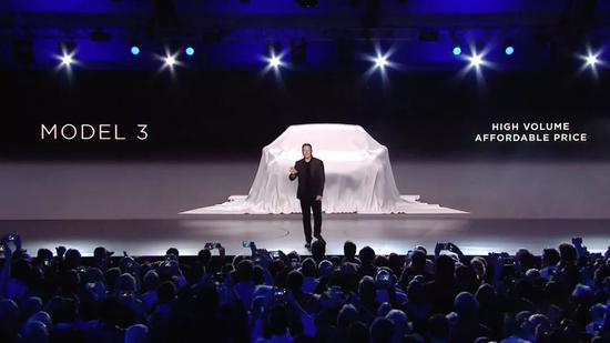 Model 3 首次亮相