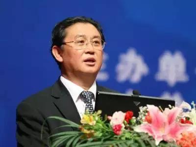 """陈宗胜:我国收入分配目前呈""""葫芦形"""",距离""""橄榄型""""尚远"""