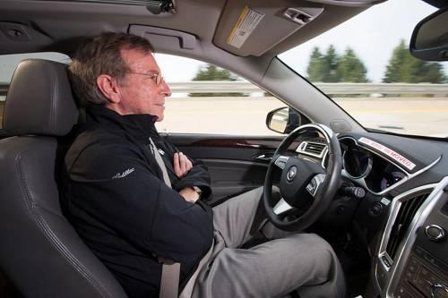 在汽车工业协会自动驾驶分级中,Super Cruise 已经超越了Level 2部分自动化而更接近Level 3有条件自动化级别。Super Cruise的实现除了依赖于传统层面上的摄像头、雷达、高精度地图定位外,还和车联网技术密不可分。