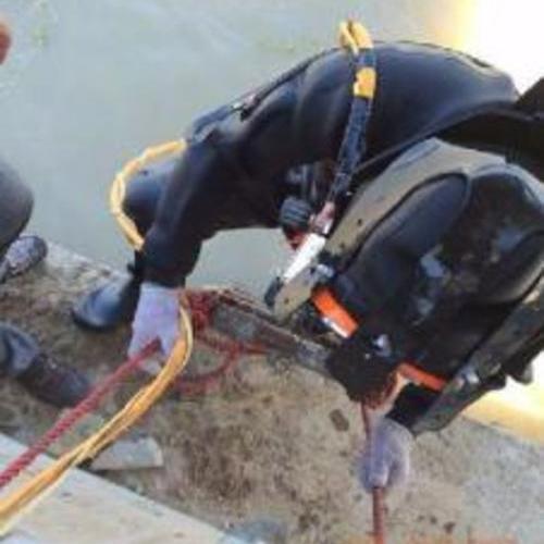 潜水员下水封堵