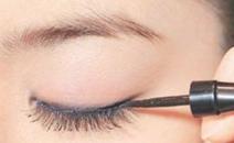 单眼皮女生怎么画眼妆可以让眼睛大放光彩?
