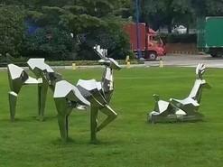 园林不锈钢切面镜面雕塑