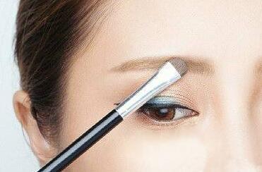 化裸妆必备工具和使用方法