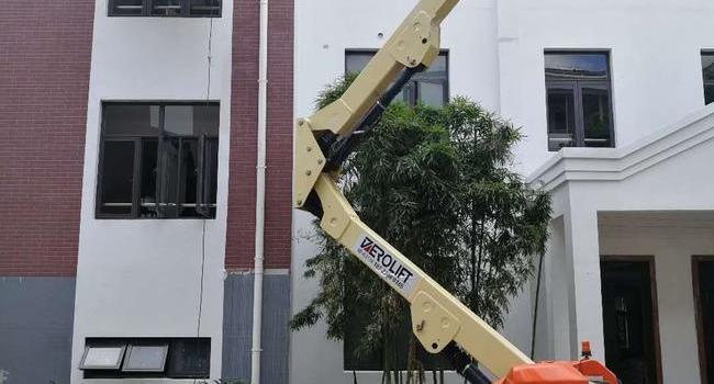梯诺E450AJ电动曲臂式升降机助力上海市某小学