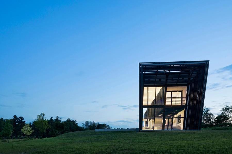 套管式的两个体量创造出了一个动感张力的Sleeve住宅