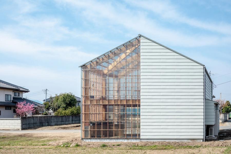 一半明媚一半忧伤,将阳光绿植纳入诗意空间的日本住宅!