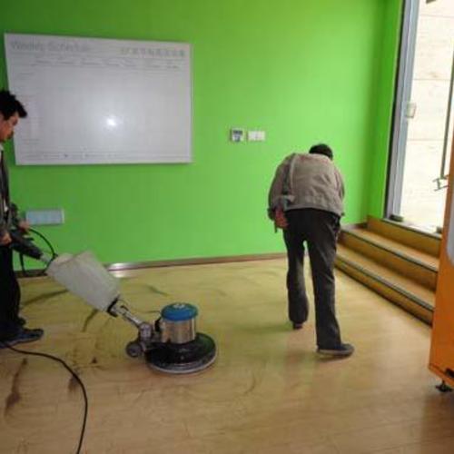 专业承接家庭保洁,日常保洁,24小时专业为您服务!