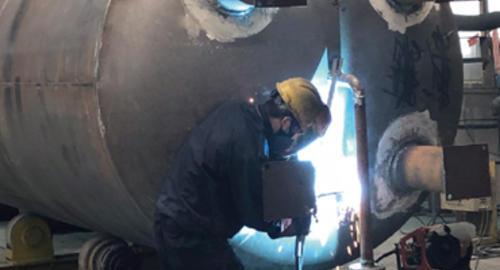 压力容器焊接现场