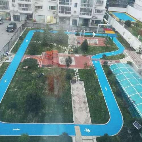 山东济南市市中区英雄山路84号塑胶跑道及羽毛球场