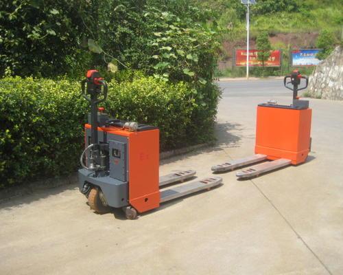 某知名化工企业购买防爆型电动搬运车和前移式堆高车
