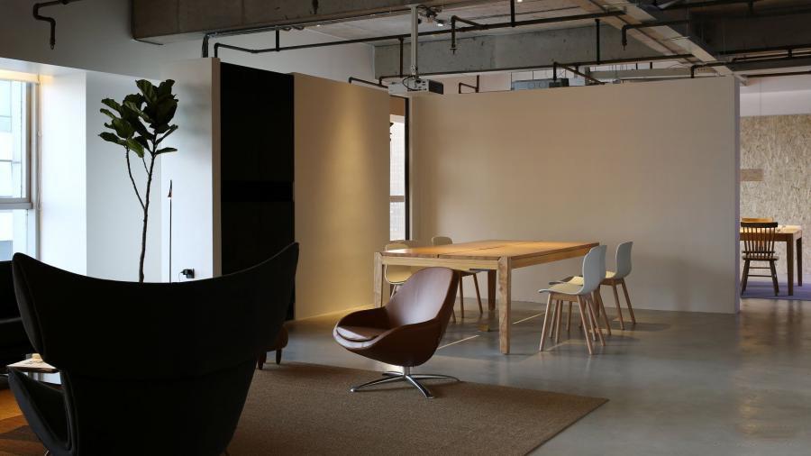 【上海办公室装修】装修注重办公空间家具选择