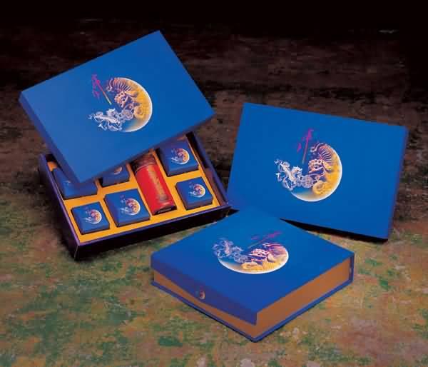 【月饼包装盒】选购月饼的时候需要注意哪些事项呢?