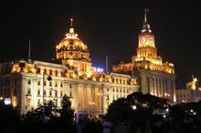 浦发银行大楼(左)、海关大楼(右)夜景