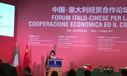 Pauline Peng bei dem chinesisch- und italienischen Forum über Wirtschafts- und Handelkooperation in Roma