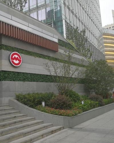 環貿廣場地鐵口綠化墻