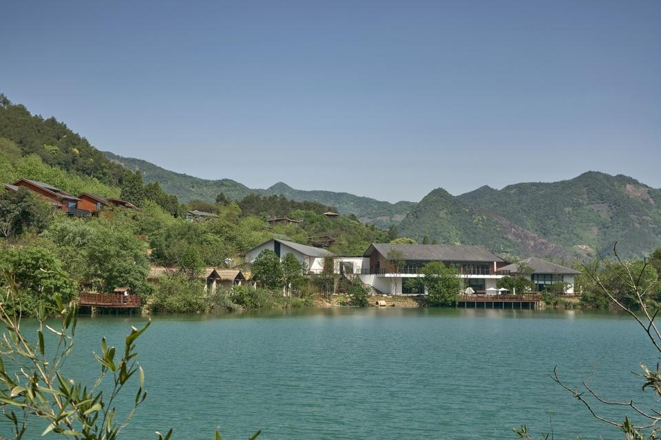 002-fuchun-mountain-resort-china-by-the-design-institute-of-landscape-architecture-china-academy-of-art-960x640.jpg