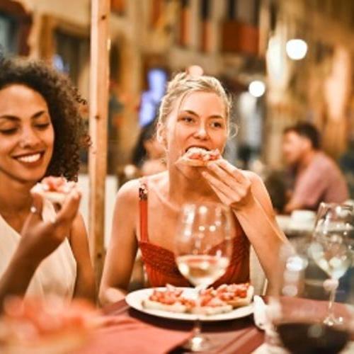 用餐英语口语 第7期:请把菜单给我看看