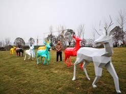 徐州地产批量不锈钢着色群鹿雕塑制作安装完成