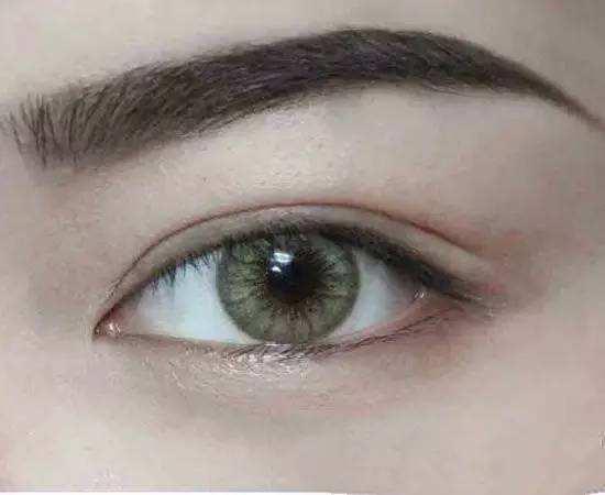 哪些方法可以使你的眉毛修剪的效果好