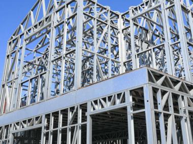 钢构厂家带您了解彩钢板种类特点