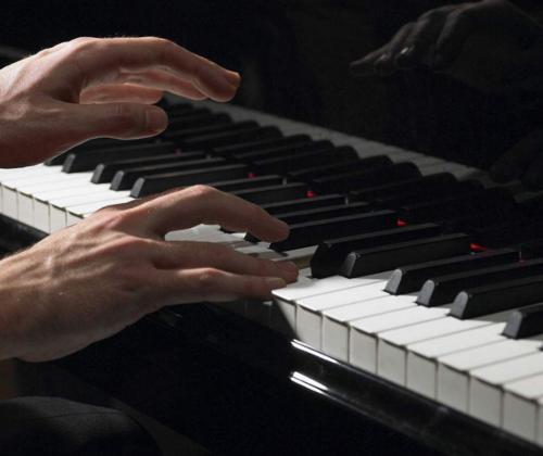如何安全正确的钢琴维护
