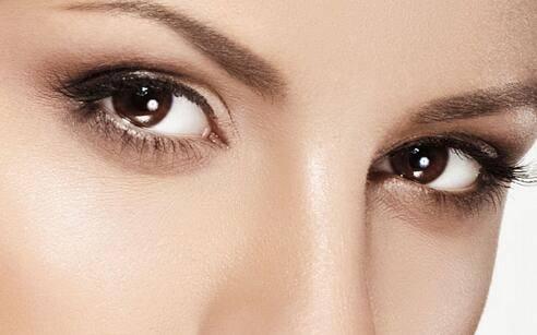鱼泡眼怎样画眼妆比较漂亮