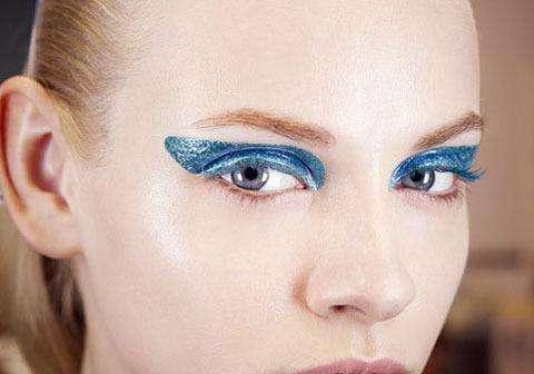 比较娇媚蓝色眼影妆如何化比较好