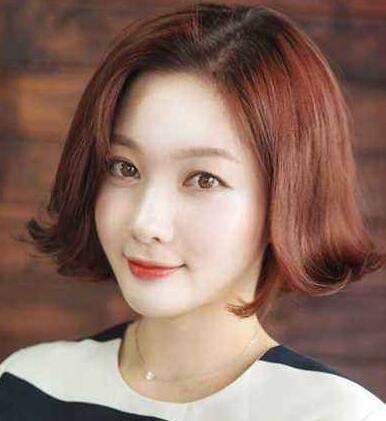 中分式发型比较适合单眼皮的女生