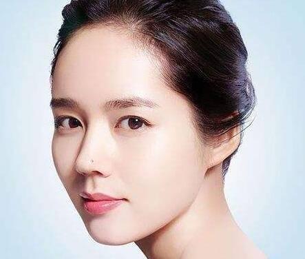 韩国的单眼皮女性朋友是如何来画漂亮的眼妆的