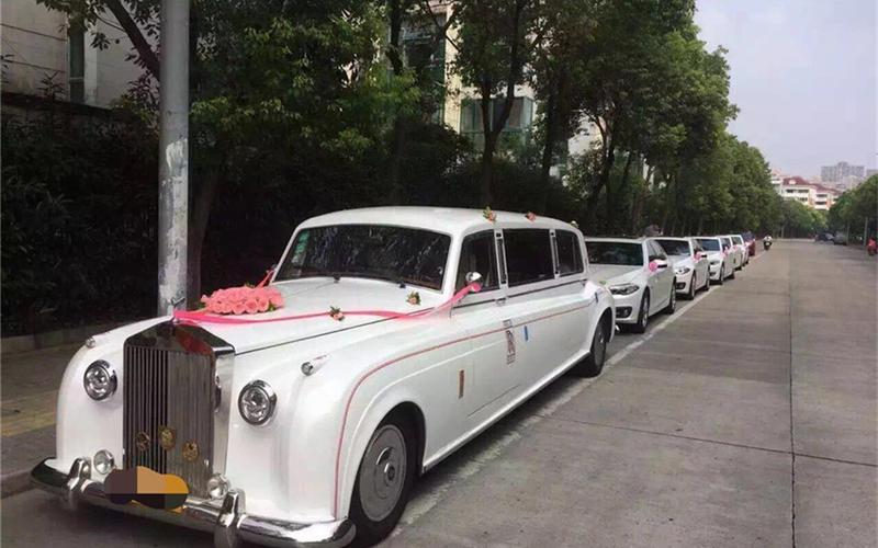 1辆劳斯莱斯银云+5辆宝马5系婚车