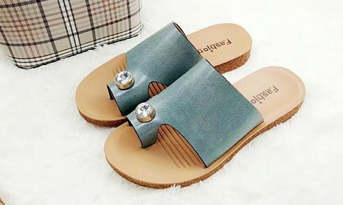 橡胶沙滩拖鞋