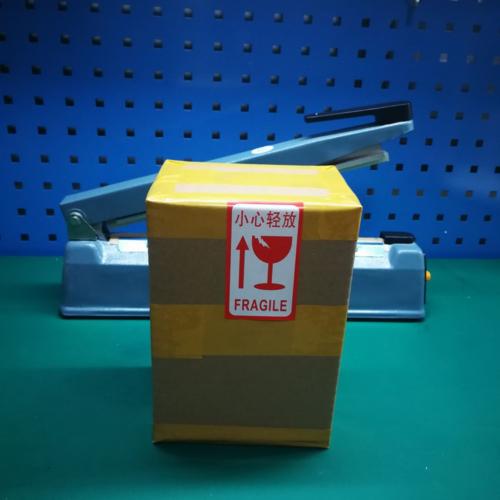 6.包装完毕贴贴向上易碎标签