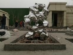 徐州地产镜面不锈钢石制作安装完成