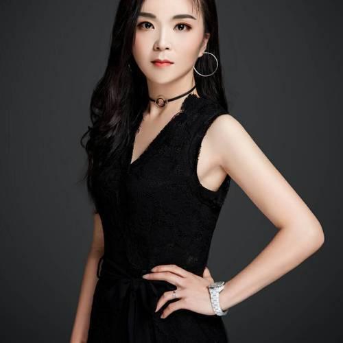 Aimee————伊黛希美妆国际gao级讲师