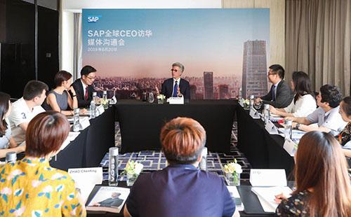 国务院总理亲切接见 SAP 全球**执行官孟鼎铭