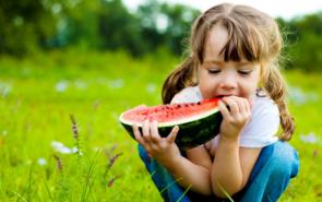 孩子夏季户外运动需要注意的4个方面,家长不要不当回事!