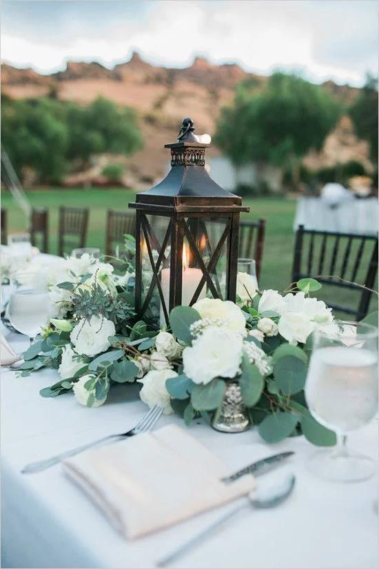 15种别具一格的婚礼桌花 营造浪漫的婚礼氛围
