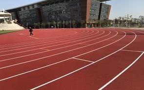 塑膠跑道運動地坪在施工時應對減少擾民、降低環境污染措施