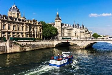 法国 巴黎 塞纳河 Seine River Paris France