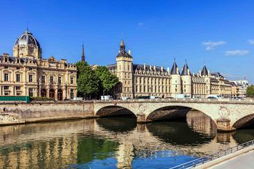 法国 巴黎 塞纳河 Seine River Paris France