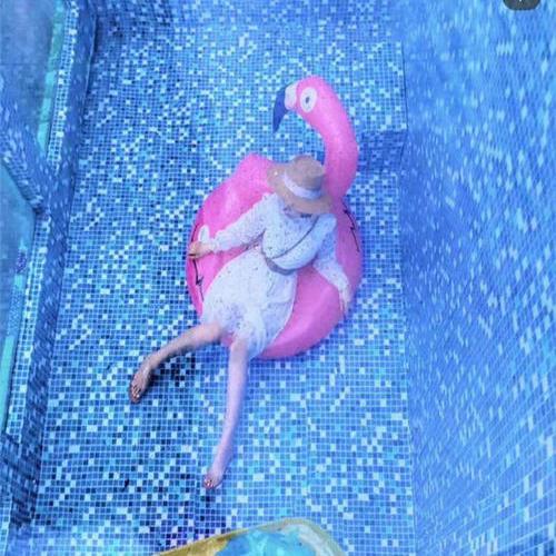 不湿身泳池