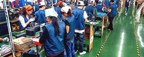 为何现在的年轻人不愿意到工厂去打工?