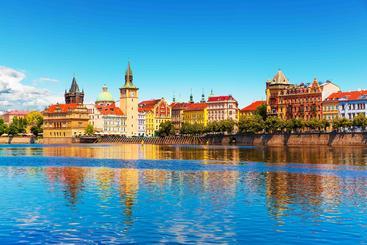 捷克 布拉格 伏尔塔瓦河码头 Vltava river pier Prague Czech