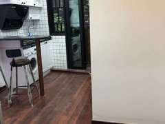 襄阳南路186号2楼 1房1厅 30平 带阳台 可以民宿
