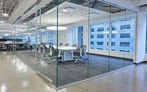 办公楼玻璃隔断上面的隔墙怎么做 ?