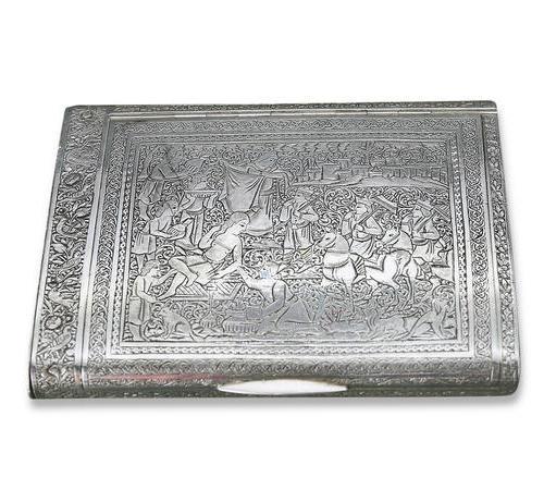 031  浮雕人物故事纹银烟盒