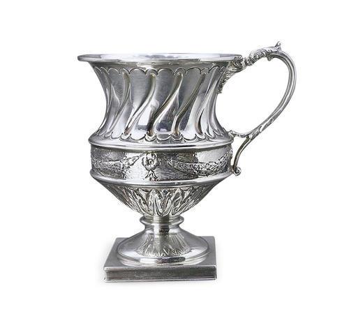 025  高浮雕方底花式银杯