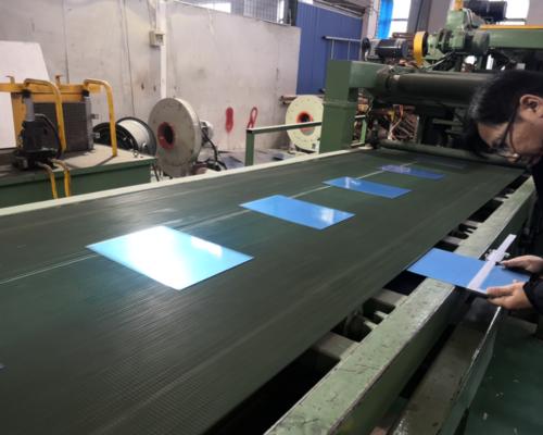 不锈钢薄板贴膜开平