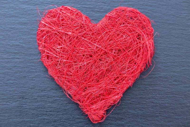 红色装饰心脏特写镜-由毛线制成-65762266.jpg