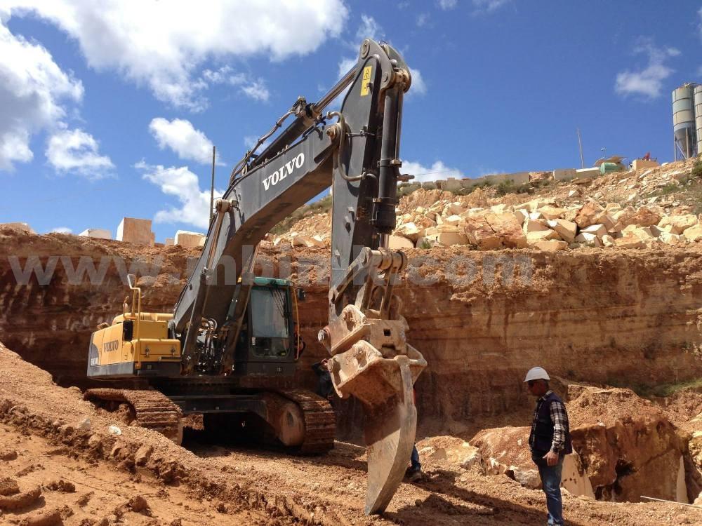 挖掘机松土器